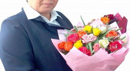 «Я ПРЕДСТАВИТЕЛЬ ДИНАСТИИ ПЕДАГОГОВ», говорит учитель младших классов общеобразовательной школы № 19  Алтыарыкского района Одинахон МУМИНОВА, указом Президента Узбекистана награжденная орденом «Соглом авлод учун» II cтепени.
